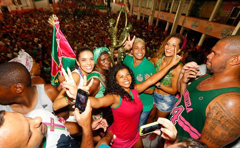586788-970x600-1 Mangueira é campeã do carnaval 2016 com homenagem a Bethânia