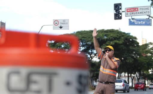 Resultado de imagem para TJ vê problemas e suspende contratos de Doria para conserto de semáforos