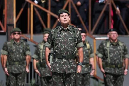 Resultado de imagem para Apoio a governo militar no Brasil é maior que média global, diz pesquisa