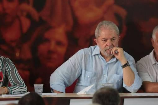 Lula confirma pré-candidatura