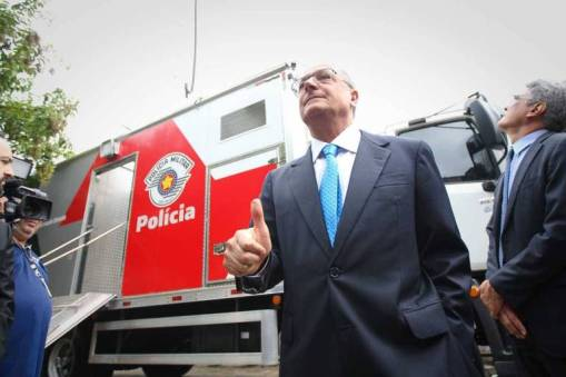 Geraldo Alckmin em visita ao Centro de Comando Integrado de Monitoramento para a Copa