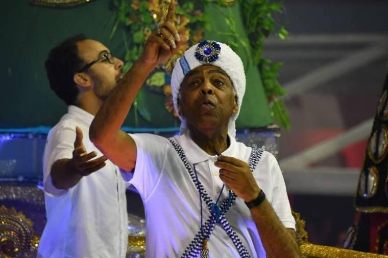 O cantor e compositor Gilberto Gil desfila na Vai-vai. Gil foi tema da escola