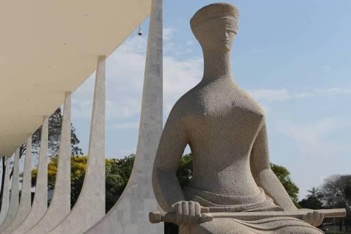 Estátua representativa da Justiça em frente ao STF (Supremo Tribunal Federal), em Brasília.