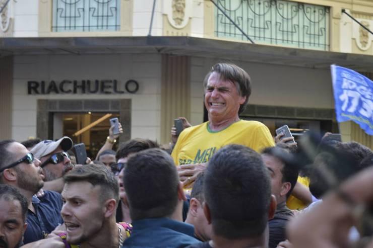 O presidenciável Jair Bolsonaro (PSL) foi esfaqueado durante ato de campanha em Juiz de Fora (MG)