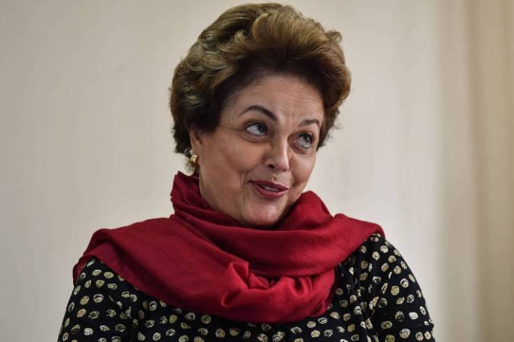 A ex-presidente Dilma Rousseff (PT), que disputa uma vaga no Senado por Minas Gerais