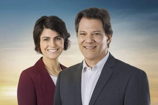 A foto oficial do material campanha do segundo turno do petista Fernando Haddad e Manuela D'Ávila