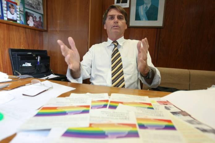 Deputado Jair Bolsonaro (à época no PP/RJ), no seu gabinete na Câmara dos Deputados, após falar contra o que chama de