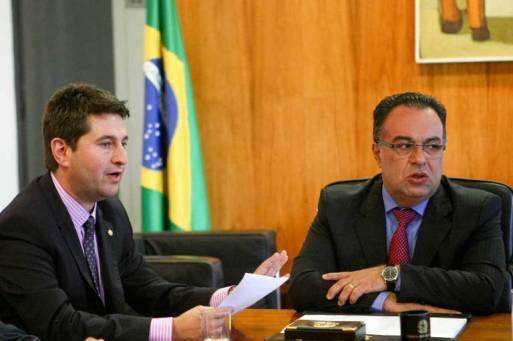 O deputado Jeronimo Goergen (PP-RS), à esquerda, com o ex-deputado André Vargas
