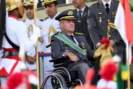 Comandante Eduardo Villas Bôas em evento do Exército, em abril