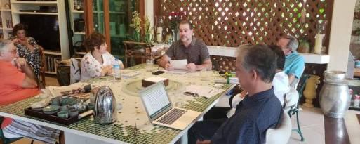 A partir da es, sentados à mesa, o ex ministro da Relações Internacionais Celso Lafer, a juíza federal Marcia Hoffmann, o presidente do STF, Dias Toffoli, o advogado e professor Tércio Sampaio, o advogado Torquato Castro e o advogado João Maurício Adeodato nos Seminários da Feiticeira, em Ilhabela, litoral de São Paulo