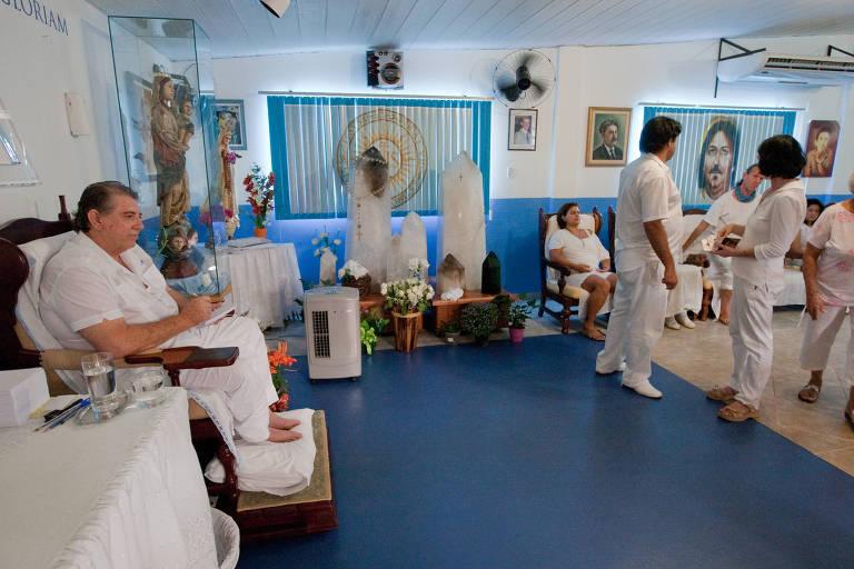 O médium João de Deus recebe pessoas de vários países para tratamento de saúde na Casa Dom Inácio em Abadiânia (GO)