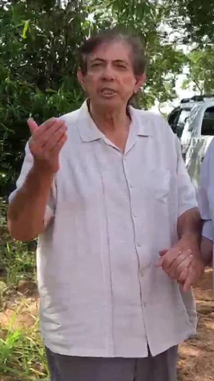 Exato momento em que o médium João de Deus se entregou à polícia no domingo (16) por volta das 16h30, nas proximidades de Abadiânia, Goiás