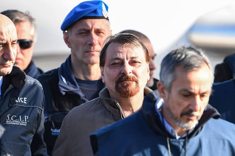 Lula diz ter errado ao proteger ex-terrorista italiano Cesare ...