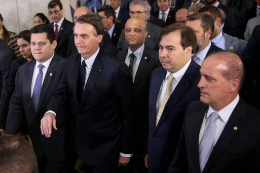 Bolsonaro entrega proposta da Previdência ao Congresso