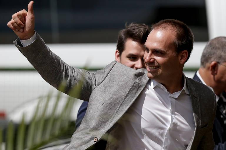 15524373755c88507fb8e30 1552437375 3x2 md - 'Por que essa pressão em cima de um filho meu?', questiona Bolsonaro sobre Eduardo