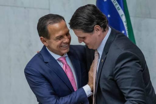SÃO PAULO, SP, BRASIL, 15-03-2019: O governador João Dória, com Cauê Macris, durante posse dos deputados da Alesp, em São Paulo. (Foto: Eduardo Anizelli/ Folhapress, PODER)