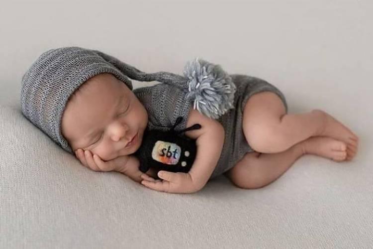 Patricia Abravanel publica fotos do ensaio newborn do filho caçula, Senor