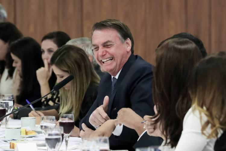 O presidente Jair Bolsonaro em café com jornalistas nesta sexta (14)
