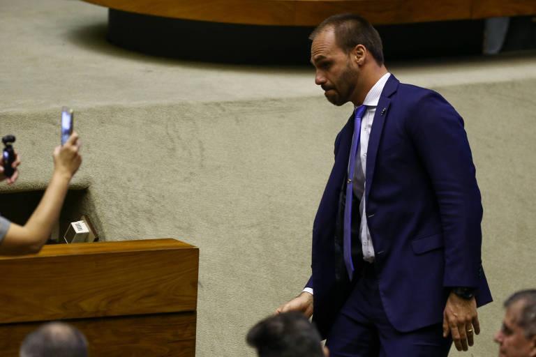 15632779565d2dba843d77f 1563277956 3x2 md - 'Por que essa pressão em cima de um filho meu?', questiona Bolsonaro sobre Eduardo