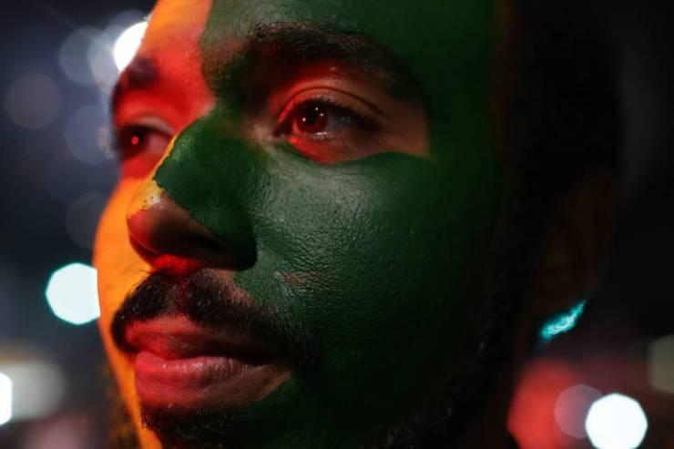 Eleitor comemora eleição de Bolsonaro na avenida Paulista
