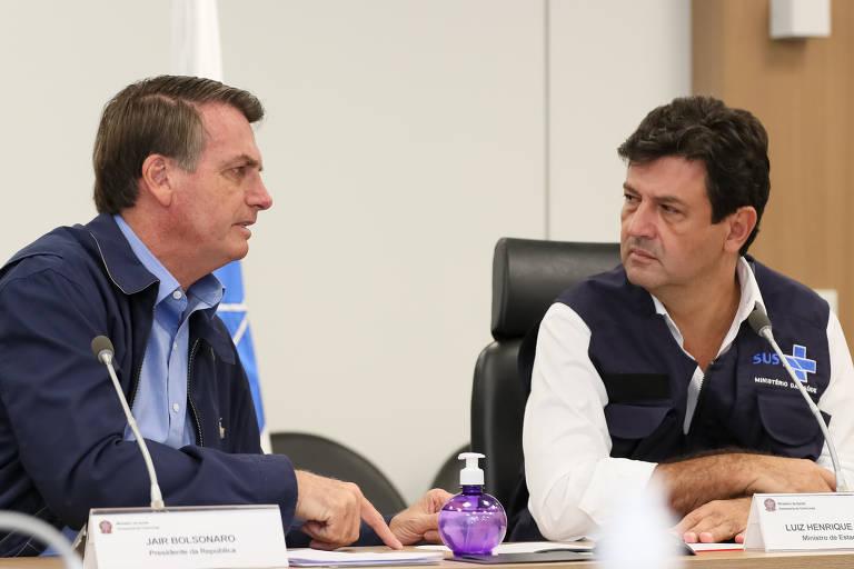 Jair Bolsonaro conversa com o ministro da Saúde, Luiz Henrique Mandetta, durante videoconferência com a Frente Nacional de Prefeitos