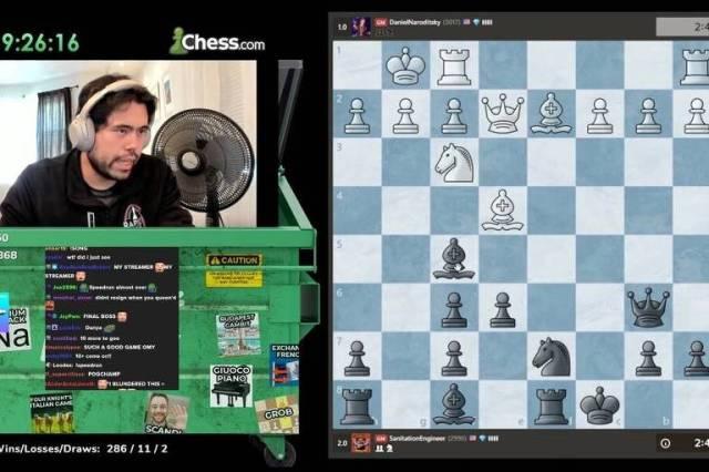 Hikaru Nakamura joga xadrez online em seu canal no Twitch