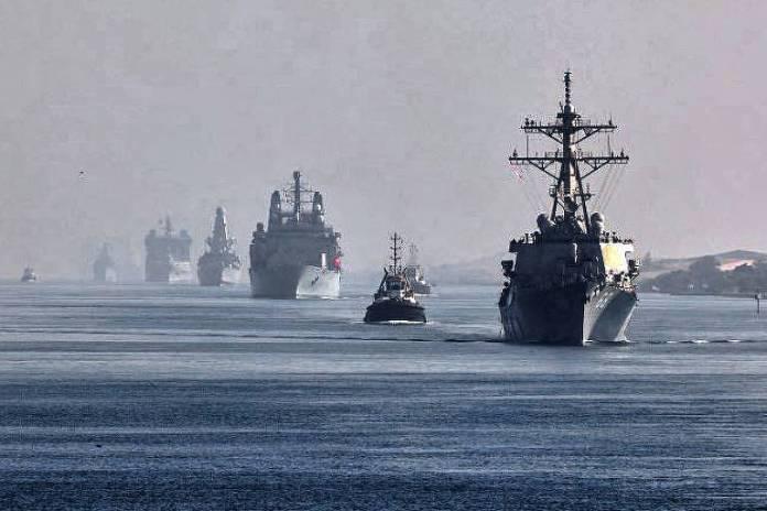 Navios do grupo liderado pelo HMS Queen Elizabeth seguem rumo ao mar do Sul da China