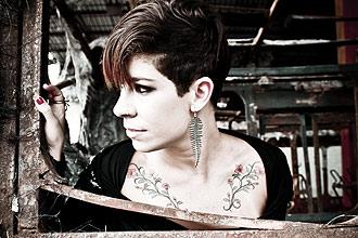 Filha caçula do cantor Raul Seixas, Vivi Seixas (foto) segue os passos do pai na música, mas atua como DJ de house music