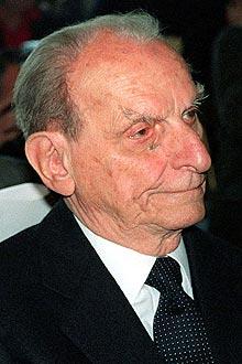 Texto: O filósofo politico italiano Norberto Bobbio, em foto de maio de 1996, em Milão (Itália)