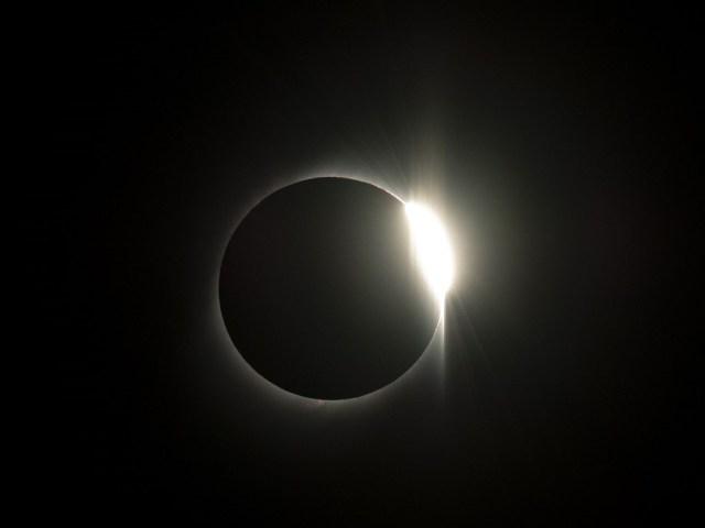 Si bien en las culturas antiguas, muchas veces los eclipses eran motivo de angustia y temor para las personas que se encontraban de pronto con ellos, hoy, a partir de la dinámica de los movimientos de los cuerpos del sistema solar, se ha logrado conocer su ocurrencia con una altísima precisión.