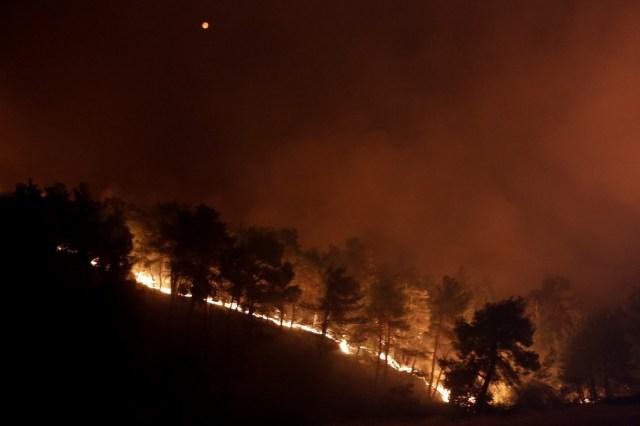 Greciaha solicitado ayuda a Europa para hacer frente al incendio que está arrasando parte de la isla de Eubea, donde las llamas han causado ya daños en varias casas, hasta ahora sin heridos.