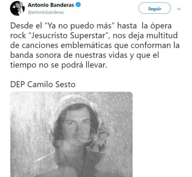 El actor Antonio Banderas lamentó la muerte de su compatriota recordando su paso por la música desde