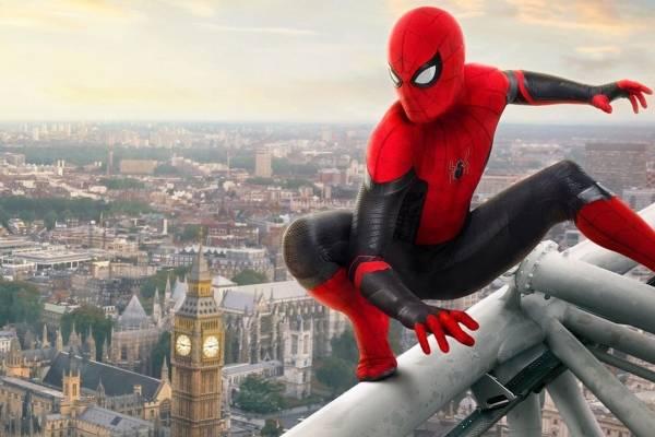 23. SPIDER- MAN: FAR FROM HOME.La segunda cinta de Spider-Man transcurre después de Engame. Peter sigue con el duelo por la muerte de su mentor y amigo Tony Stark. ¿Qué aventuras vivirá en esta etapa?
