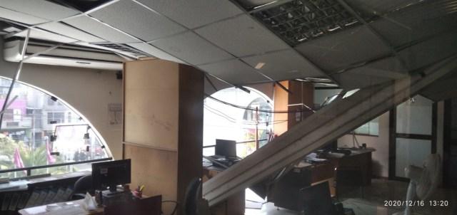 Área de Planificación del local de la Municipalidad Provincial de Arequipa, ubicado en el cercado de la ciudad. Desprendimiento de falso techo.