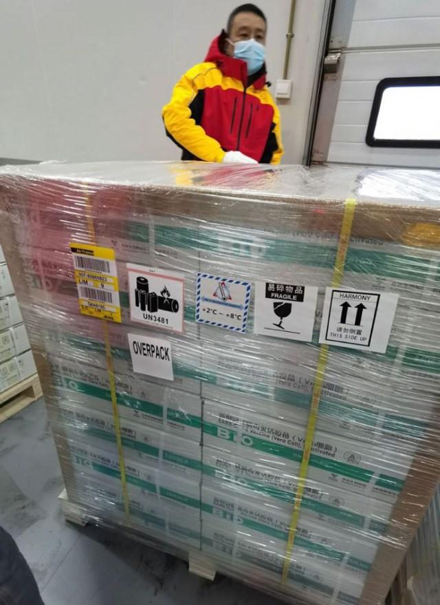 El presidenteFrancisco Sagastianunció que este viernesse embarcó desde China un primer lote de 300 mil dosisde vacunas contra laCOVID-19del laboratorioSinopharm.