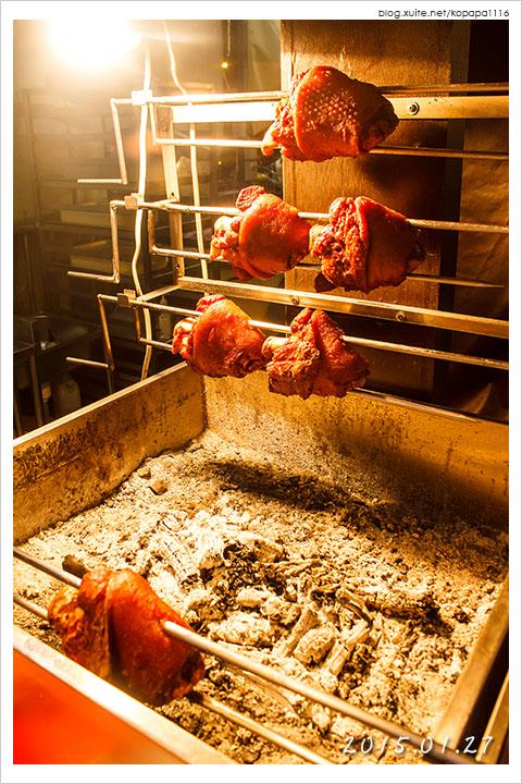 [高雄金鑽凱旋夜市] 慕尼黑碳烤德國豬腳