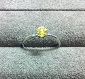 カラーダイヤモンドのエンゲージリング☆