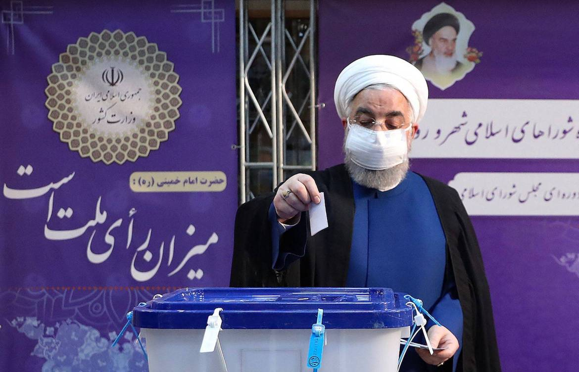 Iran President Hassan Rouhani casts his ballot in the country's presidential election at the Interior Ministry in Tehran Friday. | IRNews Today 24AN PRESIDENCY / VIA AFP-JIJI