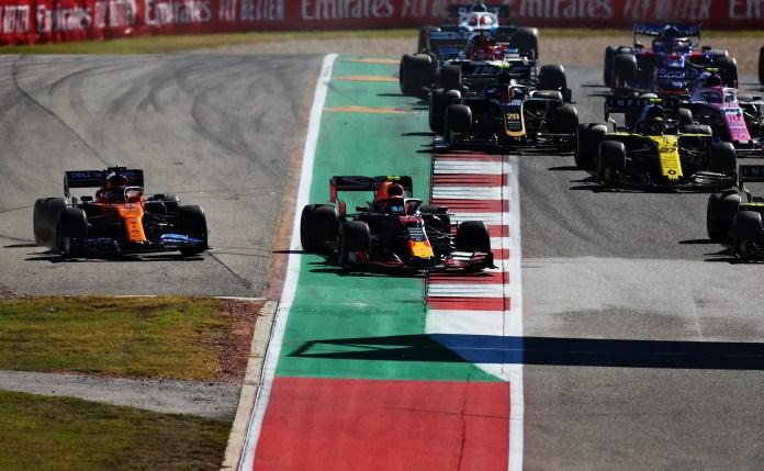 2019 United States Grand Prix, Sunday - Alexander Albon and Carlos Sainz battle on Turn 1