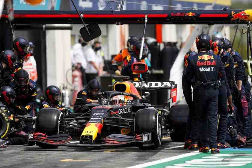 Pit stop Red Bull mercedes