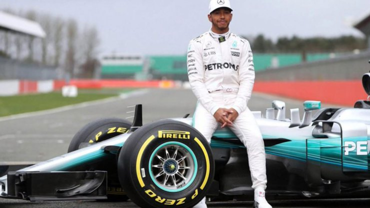 MERCEDES AND HAMILTON WILL STAY IN F1 LONGER THAN EXPECTED
