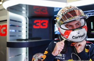 Max comfortably fastest in Silverstone FP1