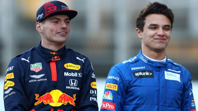 """Helmut Marko conferma che la Red Bull ha negoziato in passato con la stella della McLaren Lando Norris: """"Abbiamo avuto dei colloqui con lui"""", ha detto il consulente della Red Bull inun'intervista a Oe24 . Ma è successo tempo fa e ormai è acqua passata. """"ÈlegatoallaMcLaren alungo termine."""""""