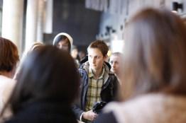 Guidene får informasjon fra ledelsen om hvordan åpen dag skal foregå. Foto: Einar Løken
