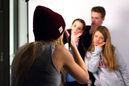 Knips! I fotostudio fikk elevene prøve seg som fotografer.