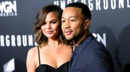 john-legend-chrissy-teigen-ebb355f0-2f47-48e5-add2-89e46138a9e5