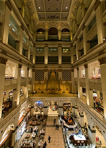 A picture of the Grand Court and Organ of the Wanamaker building in downtown Center City Philadelphia.