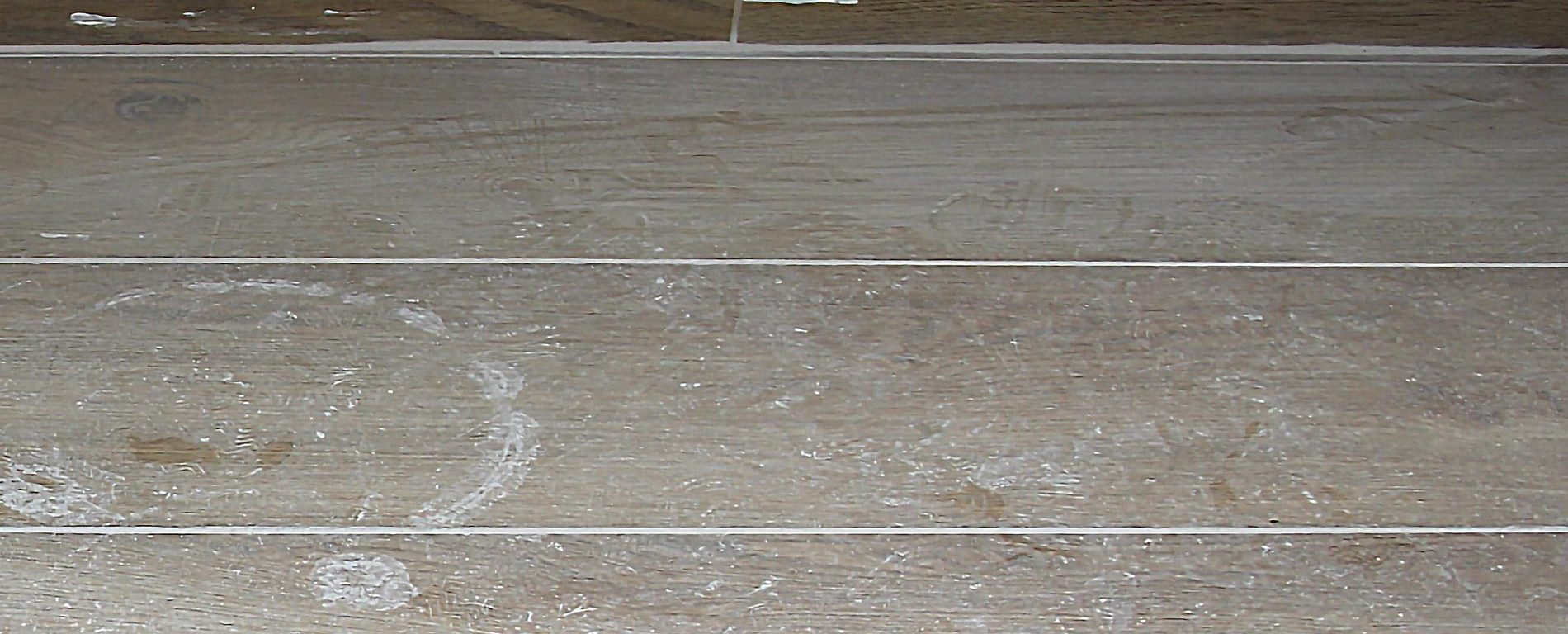 Togliere Le Piastrelle Dal Pavimento come rimuovere i residui di fuga dal pavimento -