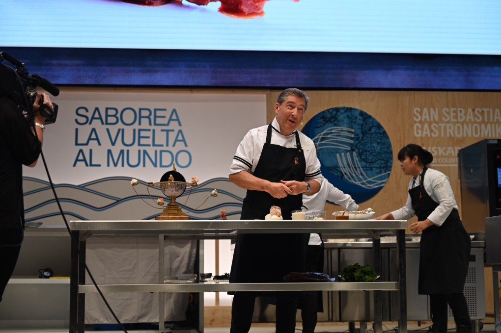 Joan Roca presented some of their exciting dishes up on the stage.