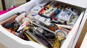 unorganized-makeu